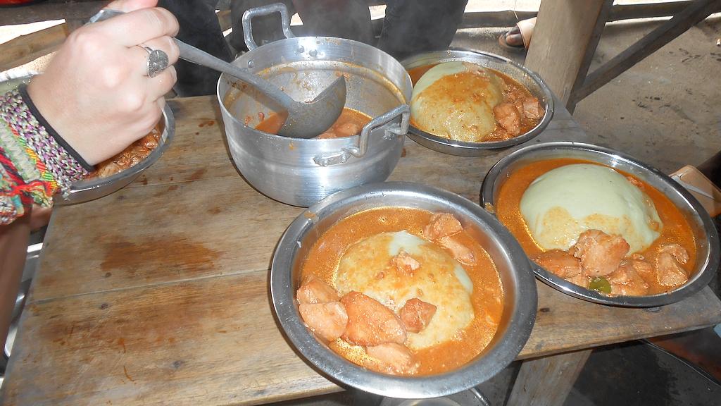 Le fameux fufu au poulet sauce arachide