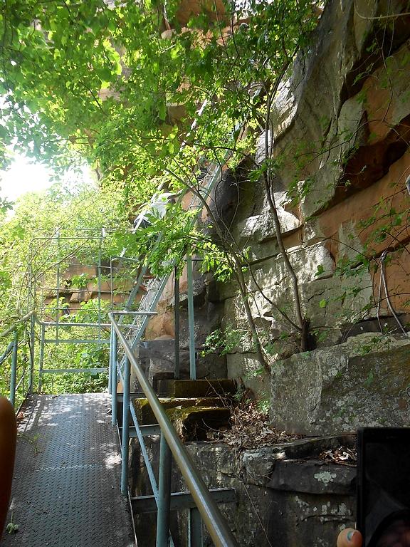 l'escalier pour arriver aux grottes