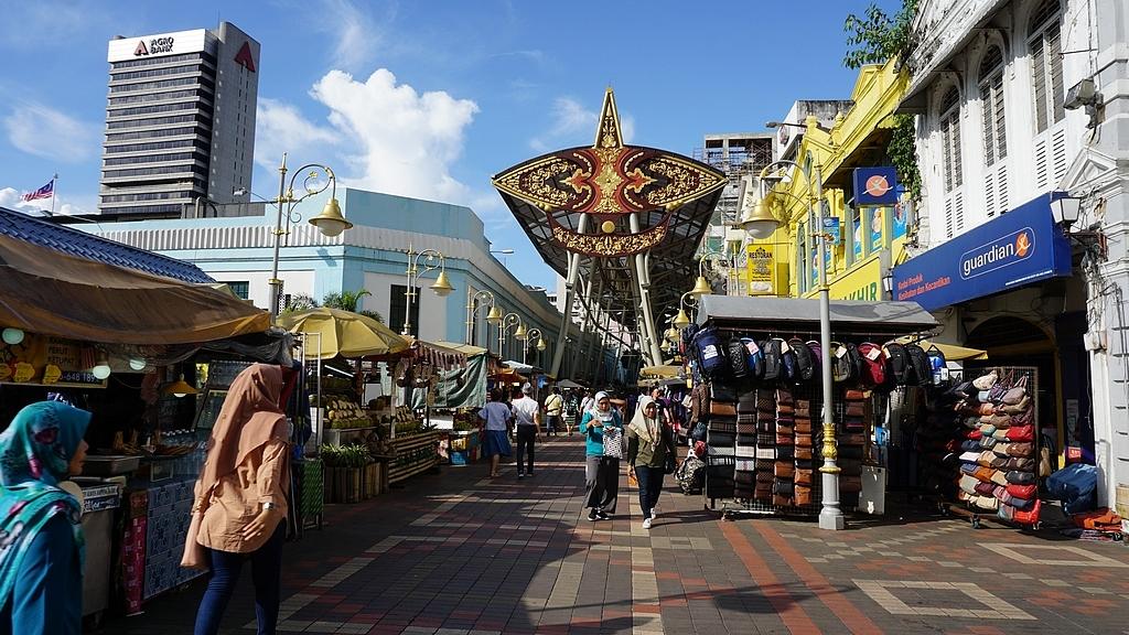 Street food market pasar seni